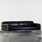 tubular steel couch/daybed in the style of the Bauhaus-Modernism